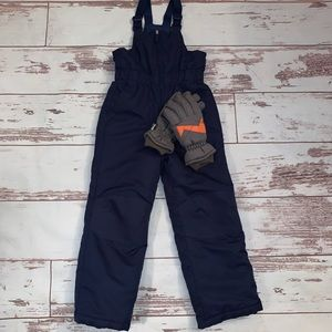 Blue snow suit with gloves included Medium 8/10